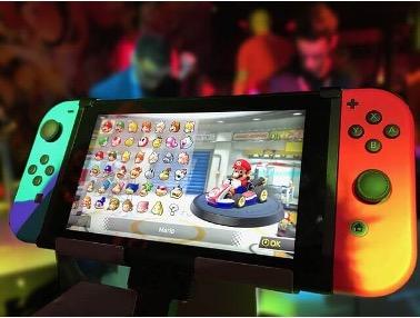 Mando de Nintendo Switch con juego de Mario Kart
